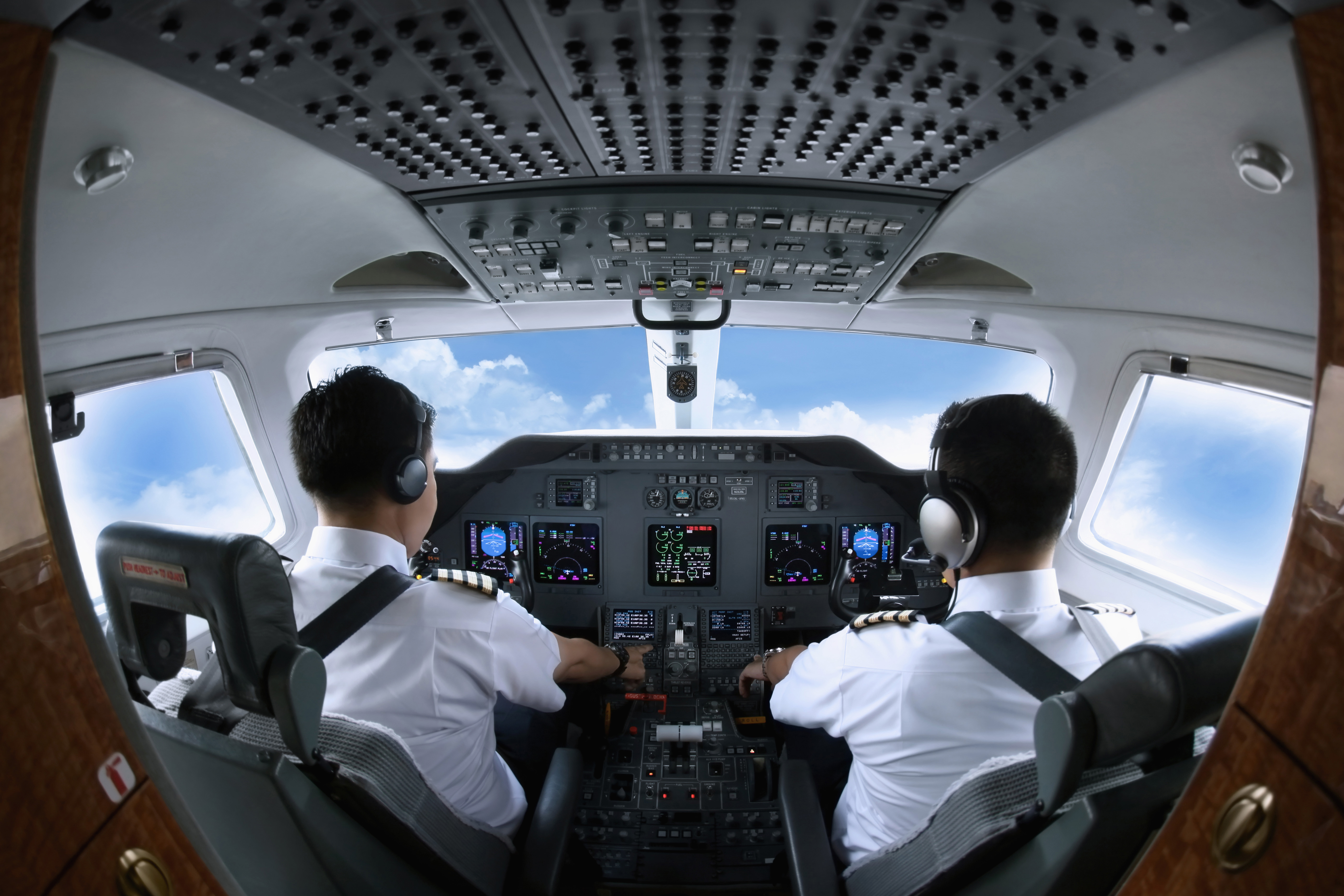 Cockpit with 2 pilots